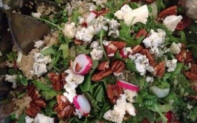 Quinoa met radijsjes, tuinbonen en roquefort