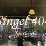 Singel 404: een glimlach op een bord