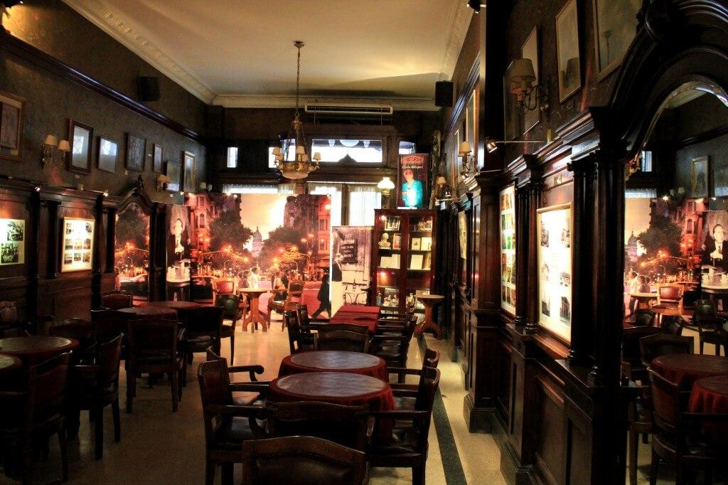 Café Tortoni: vervlogen tijden en milonga's
