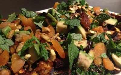Zwarte quinoa met boerenkool, aubergine en abrikozen