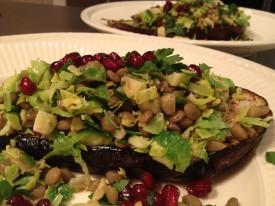 Aubergine uit de oven met spruiten-linzen salade