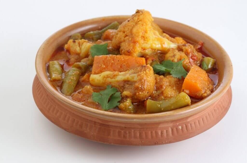 Vegan curry met bloemkool en kikkererwten