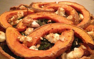 Pompoentaart met spinazie, feta en gecarameliseerde ui