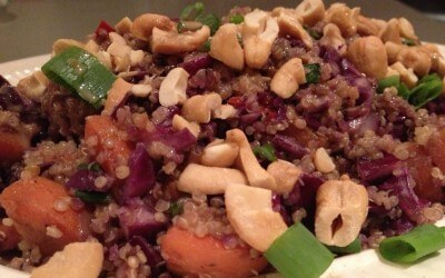 Thaise quinoa met gember-pindasaus
