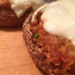 Portobello-pizzaatjes gevuld met quinoa