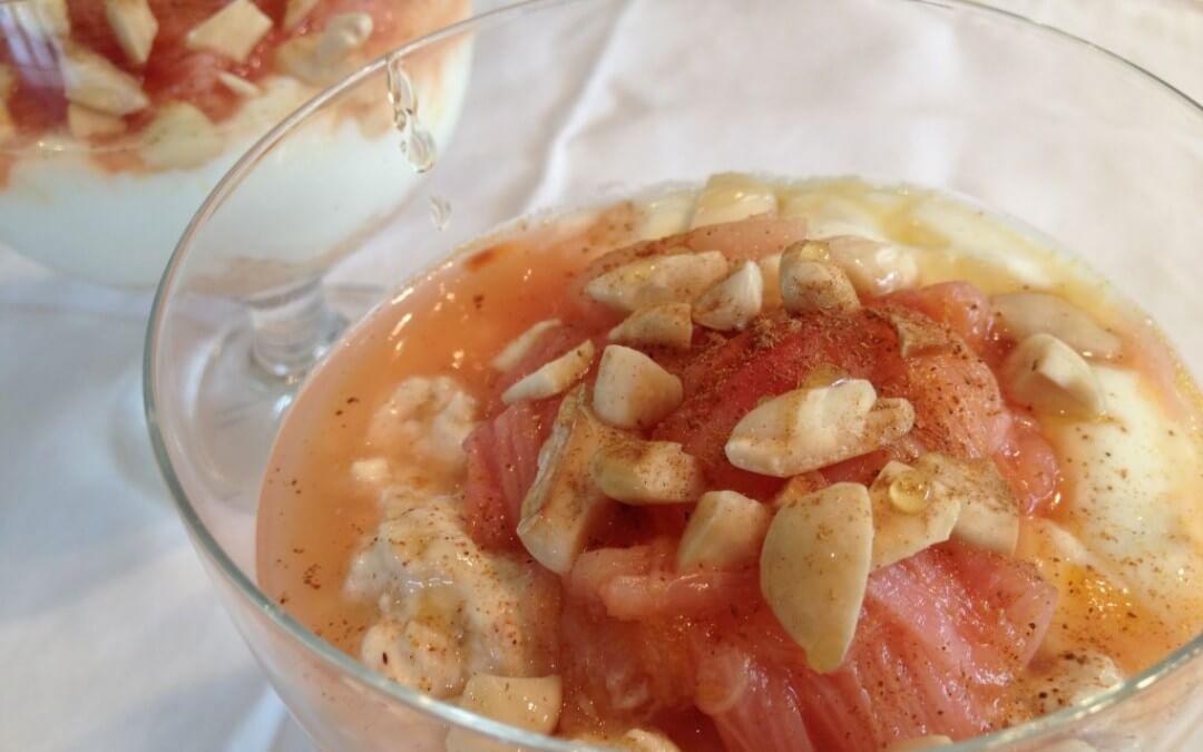 Rabarbermuesli met sinaasappel, honing en Griekse yoghurt