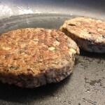 Vleesvervanger getest: champignonburger met Grana Padano en pijnboompitten