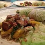 Groene kool wraps met mango, courgette, tofu en noedels