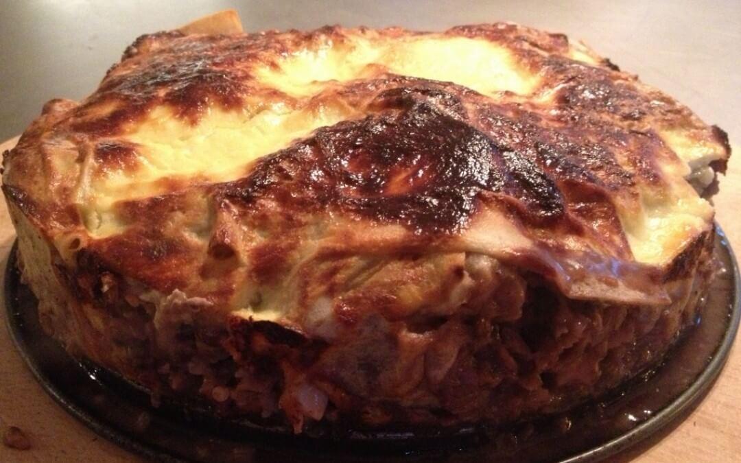 Filotaart gevuld met aubergine, champignons en halloumi