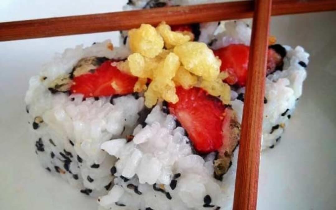Vega sushi: Urumaki met Spicy Strawberry en Tempura crumble