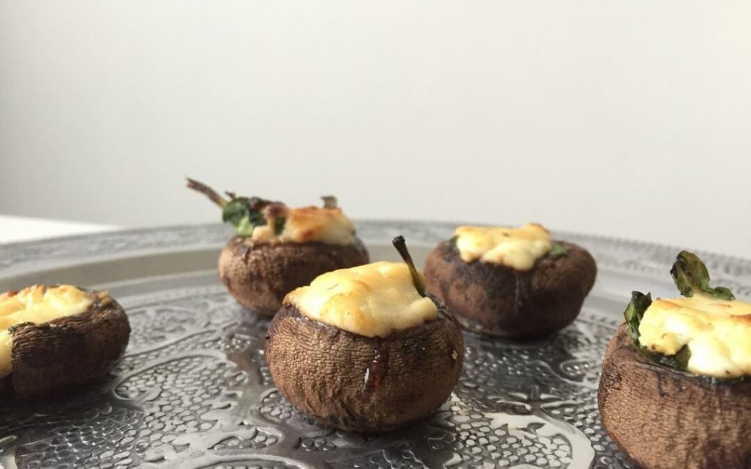Kerstmenu: gevulde champignon met geitenkaas, spinazie en walnootcrunch
