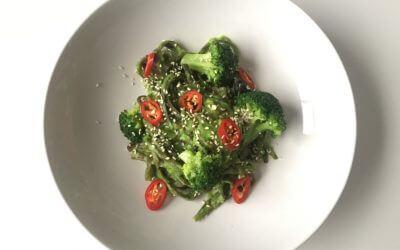 Zeewier pasta met doperwten-broccoli saus