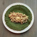 Spinaziepannenkoekjes met appel, kikkererwten en tahin