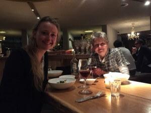 Met mama bij restaurant As