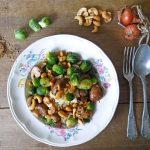 Spruitjes met kastanjechampignons en cashewnoten