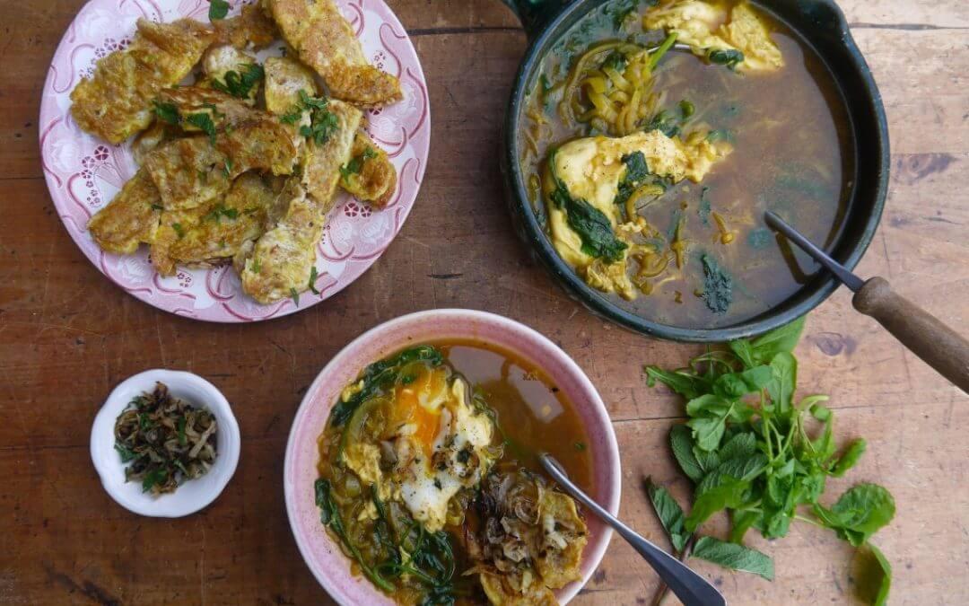 Perzische uiensoep met raapsteel, ei en brood