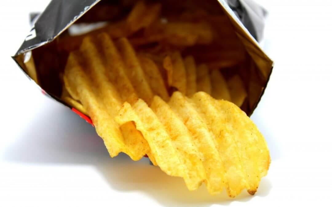 Waarom je die hele zak chips in één keer leeg eet