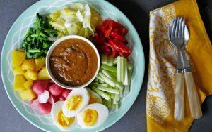 wk-18-vegetarische-gado-gado-met-voorjaarsgroenten-1080x675