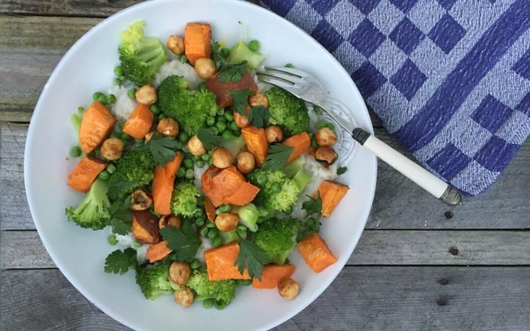 Kokosrijst met zoete aardappel, broccoli en hazelnoten