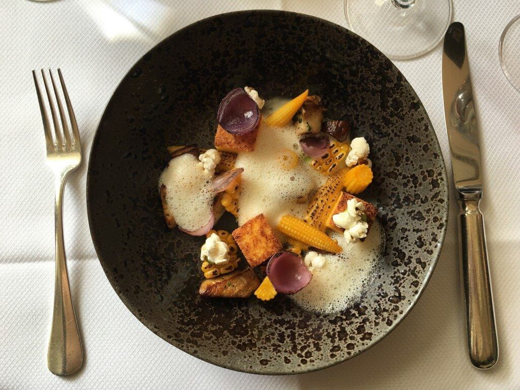Karel 5: modern én elegant dineren