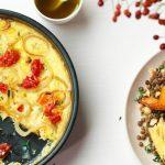 Pompoenfrittata met linzensalade en gegrilde wortelen