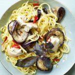 Verse spaghetti met gerookte mozzarella en aubergine