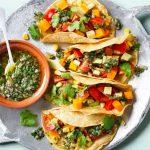 Oranje taco's met salsa verde en pompoen