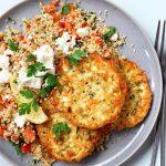 Vegetarische couscous met courgette koekjes