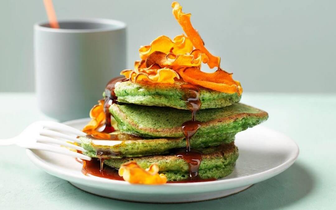 Groene pannenkoeken met pompoenchips
