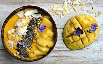 Zomerse smoothie bowl: Mango met banaan, ananas en kurkuma