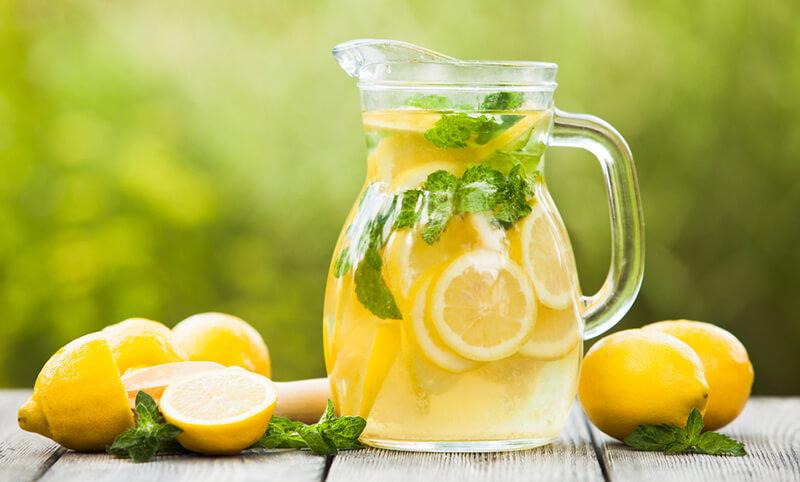 Vier voordelen van citroenwater