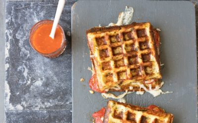 Tosti & Toast: Bloemkoolwafels met tomaat en kaas