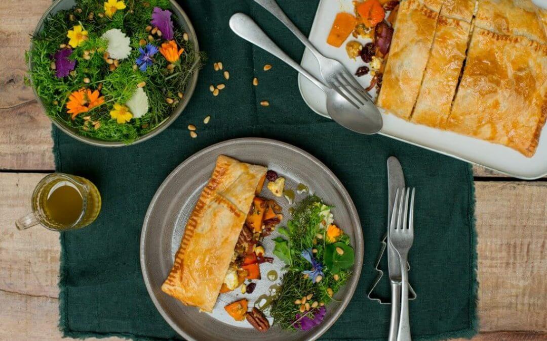 KERST: Vegetarische Wellington met pompoen, rode ui, feta, cranberry's en pecannoten