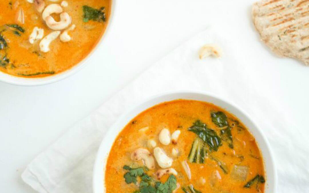 Thaise rode currysoep met zoete aardappel noodels