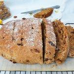 PASEN: Vegan paasbrood met amandelspijs spread