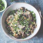 Scandinavische keuken: romige gort met courgette en paddenstoelen