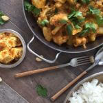 Traditionele Indiase curry met paneer en bloemkool