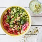 Hawaïaanse keuken: poké bowl met watermeloen en noten