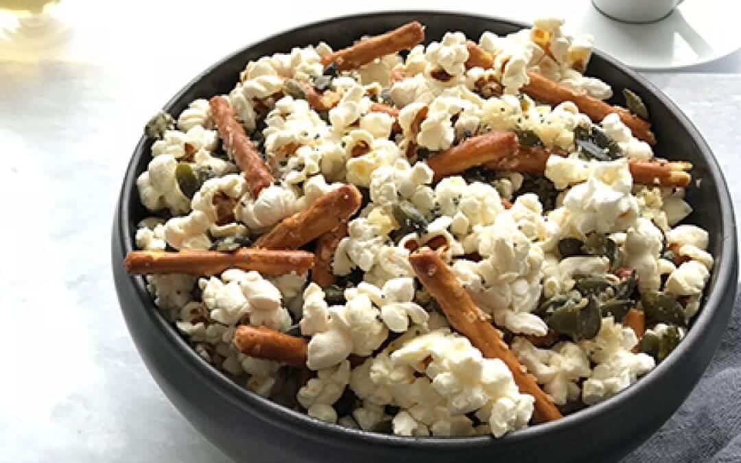 Popcornmix met knoflook en Parmezaanse kaas