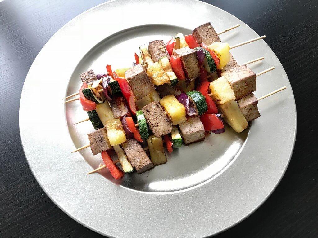 Gegrilde tofu spiesjes met ananas-teriyakisaus