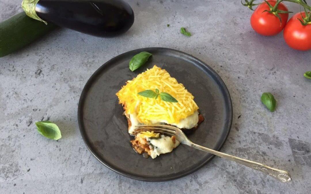 Vegan lasagne met seitan gehakt en bloemkool-bechamel