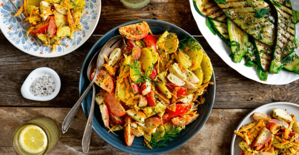 BBQ: kruidige aardappelsalade en gegrilde courgette met oregano dressing