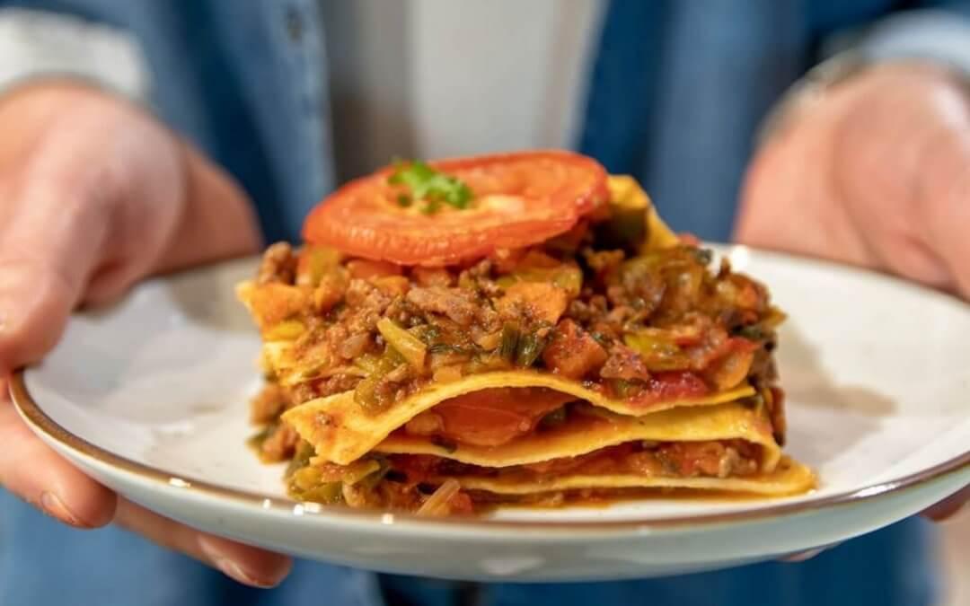 Vegetarische lasagne met groenten en vegan gehakt