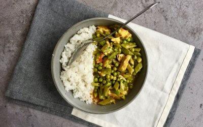 Indiase korma met snijbonen en vegetarische kipstukjes