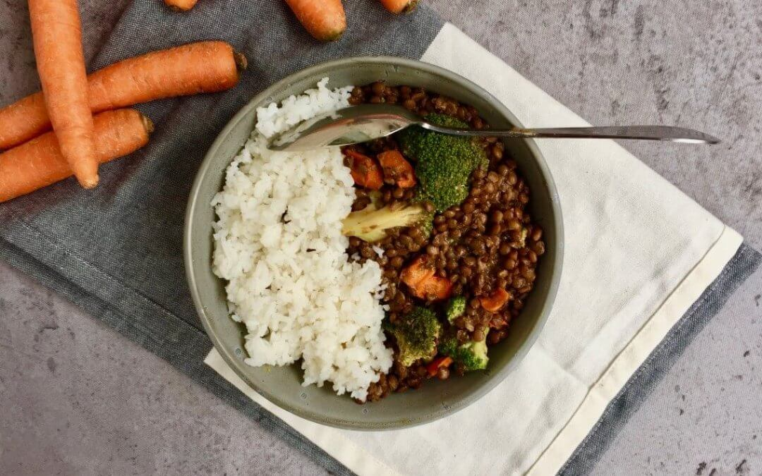 Indiase linzencurry met broccoli en wortel