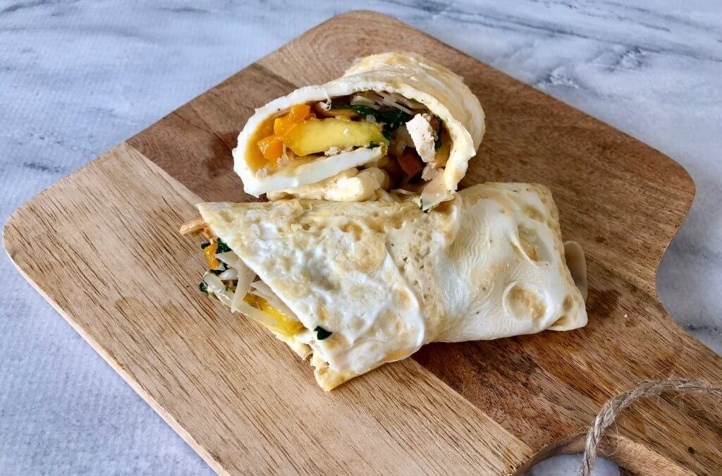 Omeletwrap met mango, taugé en gemarineerde tofu