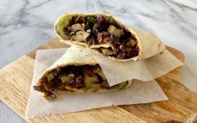 Vega shoarmarol met zelfgemaakte knoflooksaus en auberginespread
