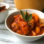 Bierstoof met vega rund, pompoen en gele wortel + WIN VEGA KERSTWORKSHOP