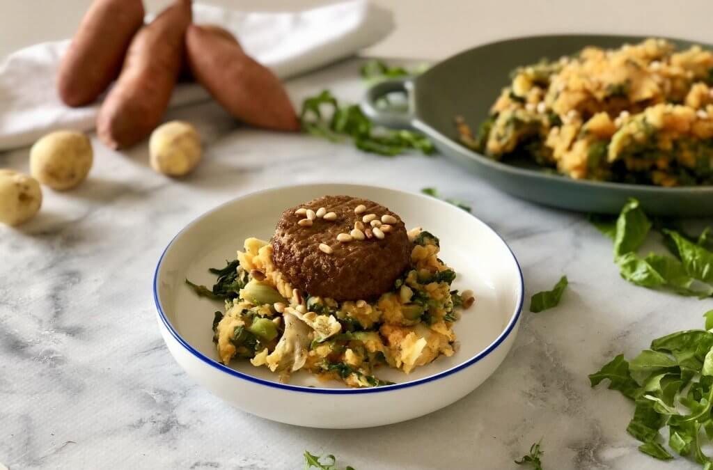 Stamppot met zoete aardappel, andijvie, rucola en vegetarische gehaktbal