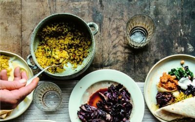 VEGA FEEST van Nina Olsson: regenboogcurrytafel